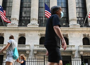 US markets stuck
